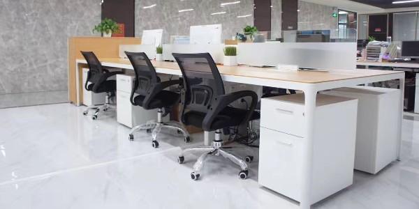 空气干燥,使用加湿器会损坏长沙办公家具吗?